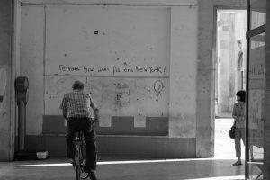 anziano in bicicletta a Ferrara