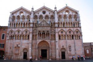 facciata del duomo di Ferrara