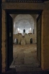interno abbazia di San Vincenzo al furlo