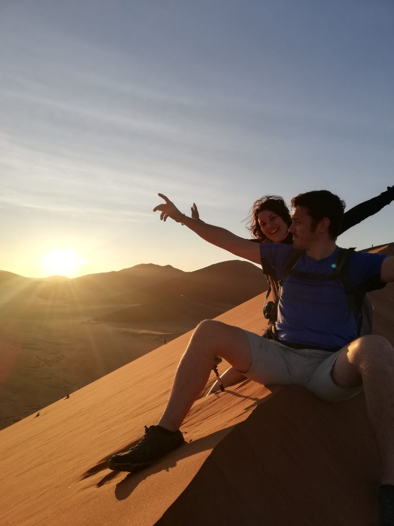 ragazzi in cima alla duna 45,Namibia