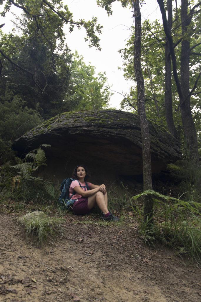ragazza sotto fungo gigante