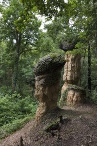 monoliti di roccia a forma di fungo