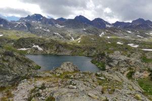 lago tra le rocce del Col de Longet