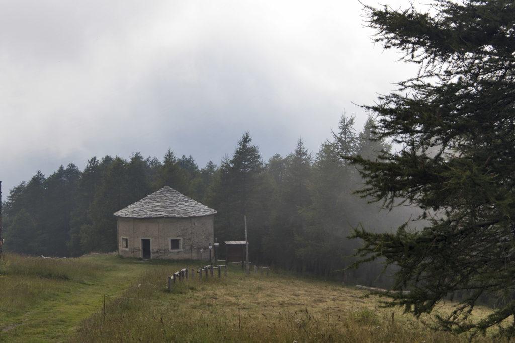 chiesa rotonda in pietra dedicata a S.Giovanni