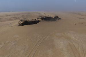 relitto di nave nel deserto