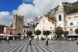 piazza a scacchi Taormina