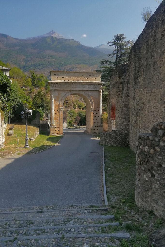 Arco di Augusto Valle di Susa